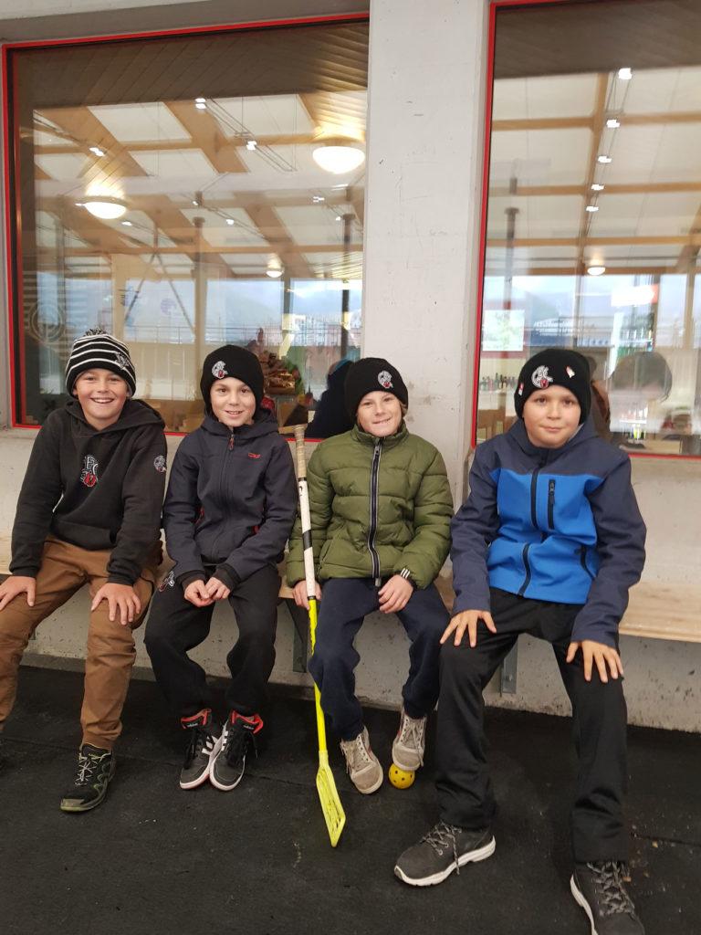 Auch die Brüder der Bambini I - selber ebenfalls Hockeyaner - waren beeindruckt. Foto: Natalie Giger