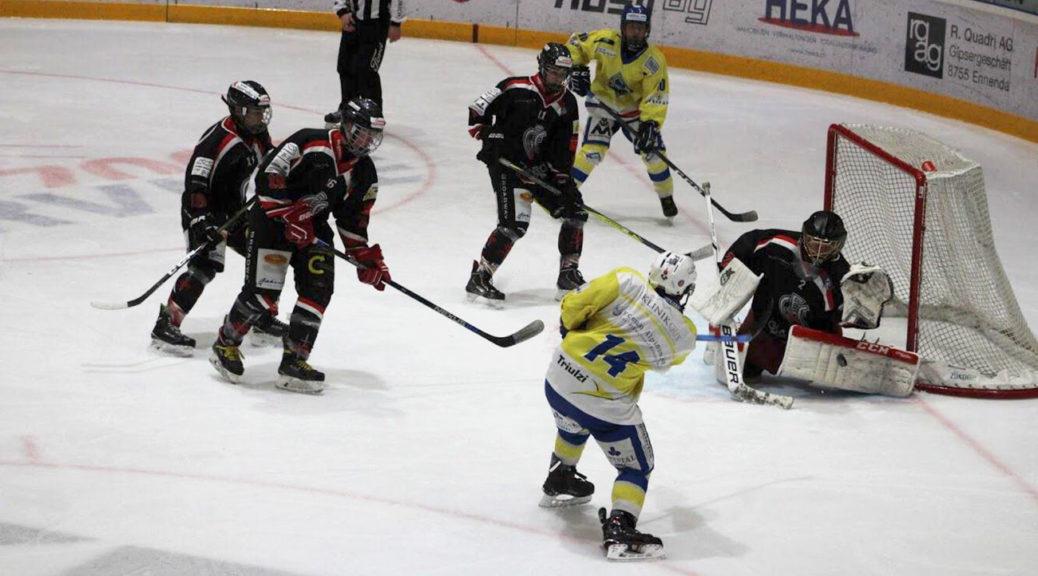Klar bester Mann auf dem heimischen Eis: Torhüter Rico Blöchlinger. Foto: Jrene Luchsinger