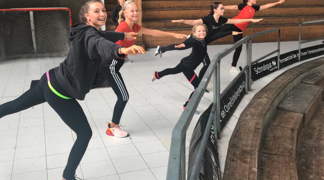 Konzentrierte und zufriedene Gesichter der GEC-Kader-Läuferinnen beim Off-Ice-Training in Chur.